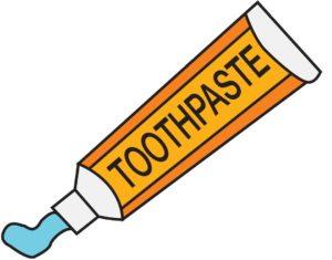 El flúor en la pasta de dientes ayuda a prevenir las caries de la boca seca.