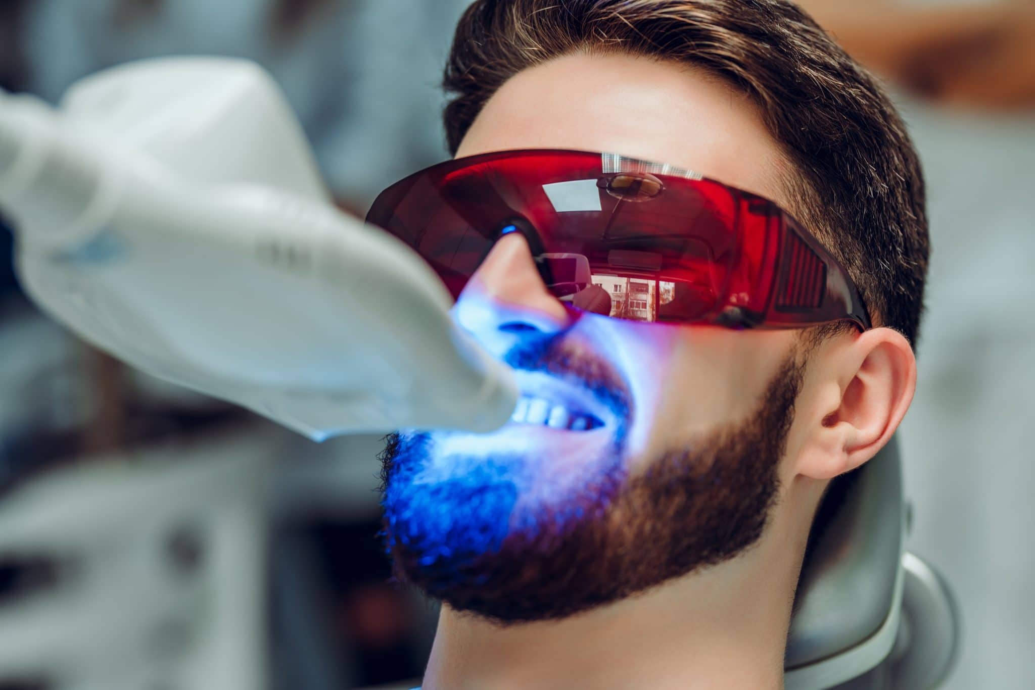 blanqueamiento de dientes luz blog post featured image boston cosmetic dentist